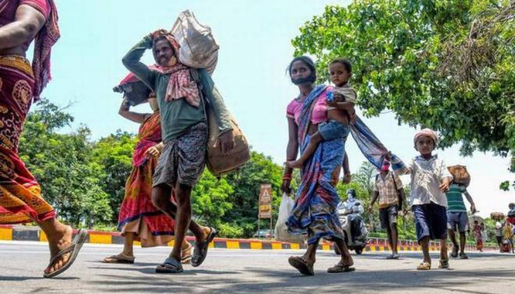Indian workers walking to find an alternative livelihood